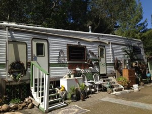 The mobile home Bonoir rents from Holloman