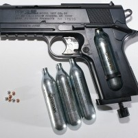 669px-BB_gun_with_CO2_and_BBs