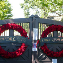 Neverland_Ranch's_gates